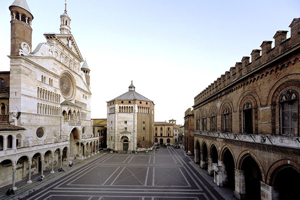600x400!_42-cremona_cathedral_and_city_hall_square